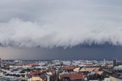Ukkosrintama saapuu, Hotelli Torni, Helsinki (HP137)