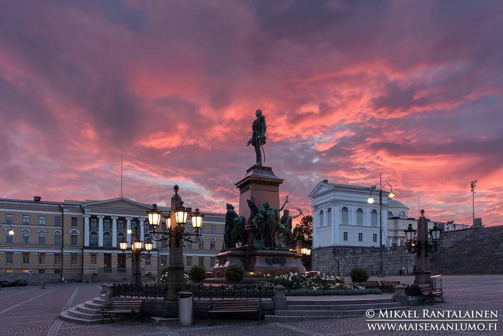 Aleksanterin patsas, Senaatintori, Helsinki (ihmisiä poistettu yhdistämällä useita valotuksia)