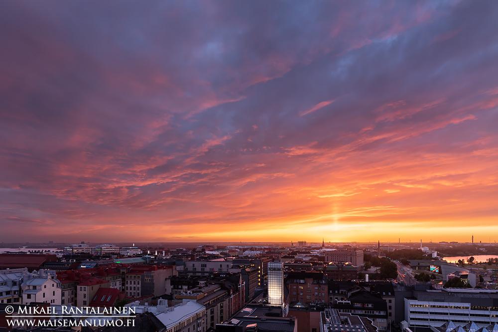 Auringonlasku Hotelli Tornista, Helsinki (dynamiikkaa laajennettu exposure blend -menetelmällä)
