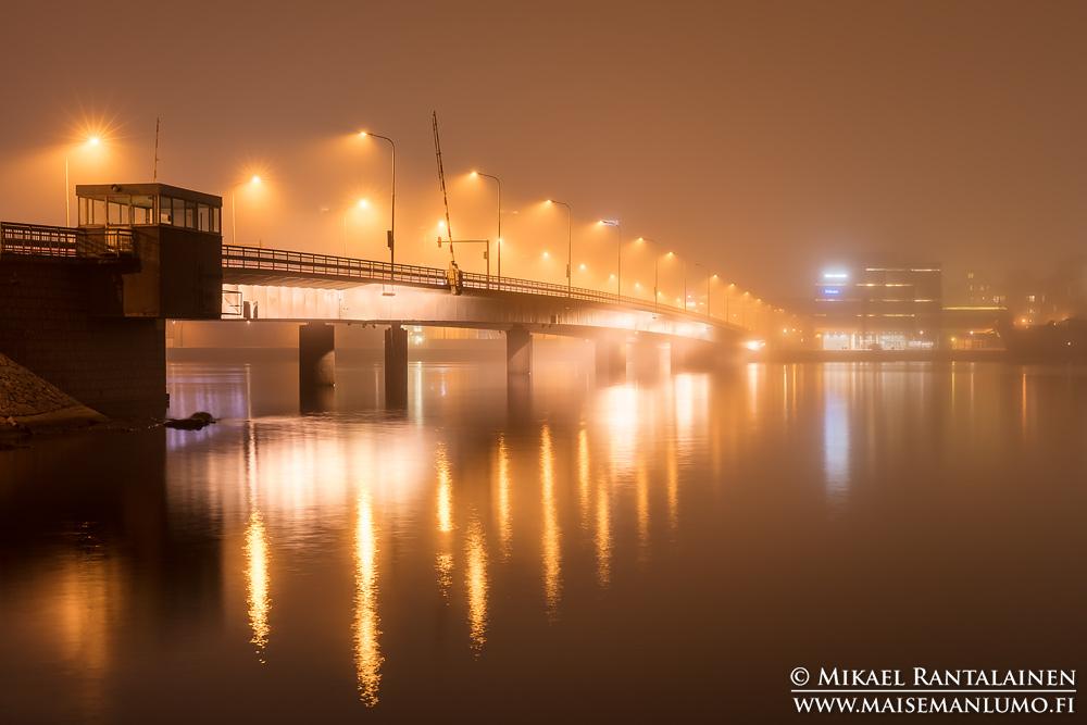 Lauttasaaren silta sumussa, Helsinki