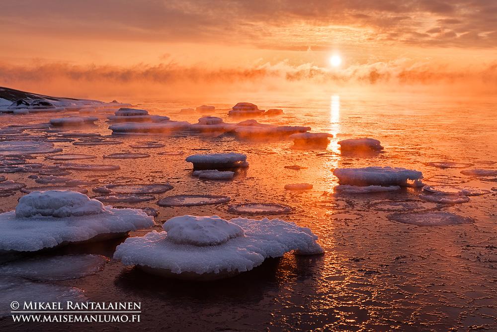 Merisavua auringonlaskun aikaan, Lauttasaari, Helsinki (HT431)