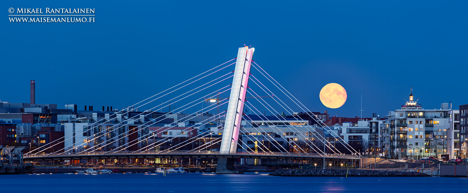 Crusellin silta, Helsinki (panoraama ja exposure blend, 400 mm, pisin valotus 1/4 sekuntia, jalusta, lankalaukaisin, Live View)