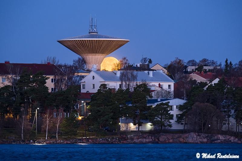 Lauttasaaren vesitorni Jätkäsaaresta, Helsinki