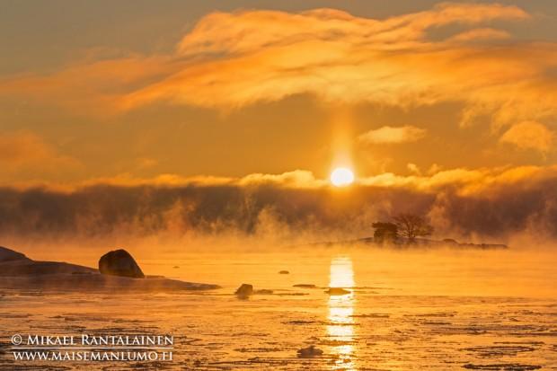 Merisavua Lauttasaaressa viime talven kuvauksellisimpana pakkaspäivänä (29.12.2014)
