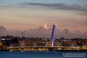 Crusellinsilta ja kuu, Helsinki