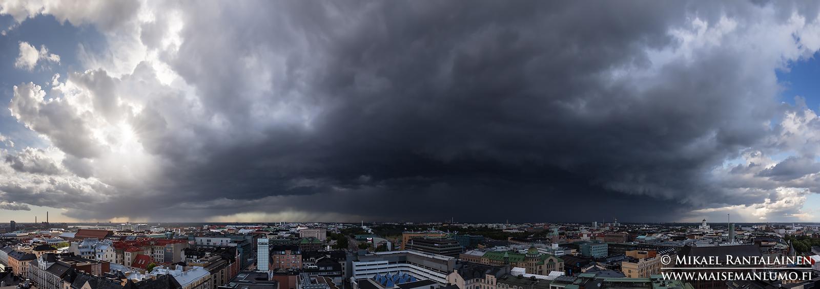 Ukkosrintama saapuu pohjoisesta (noin 210 asteen panoraama 6 vaakakuvasta), Hotelli Torni, Helsinki