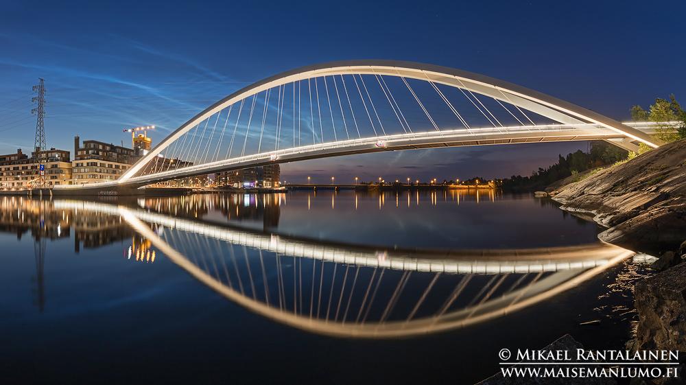 Isoisänsilta ja valaisevia yöpilviä, Helsinki