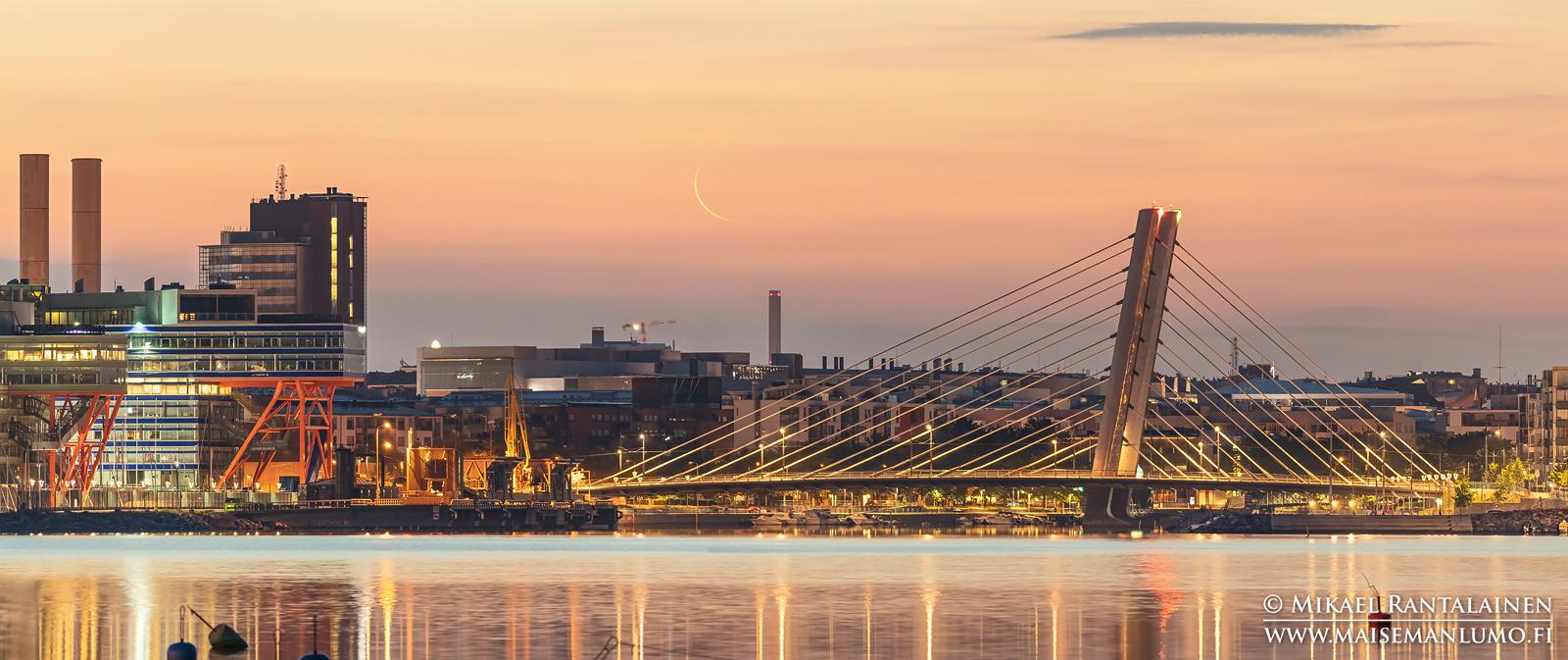 Kuunsirppi ja Crusellin silta Lauttasaaresta