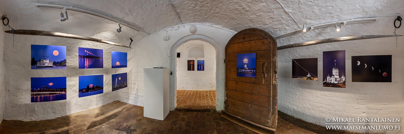 Lumoava kuu -valokuvanäyttelyni VB-valokuvakeskuksessa Kuopiossa 2019