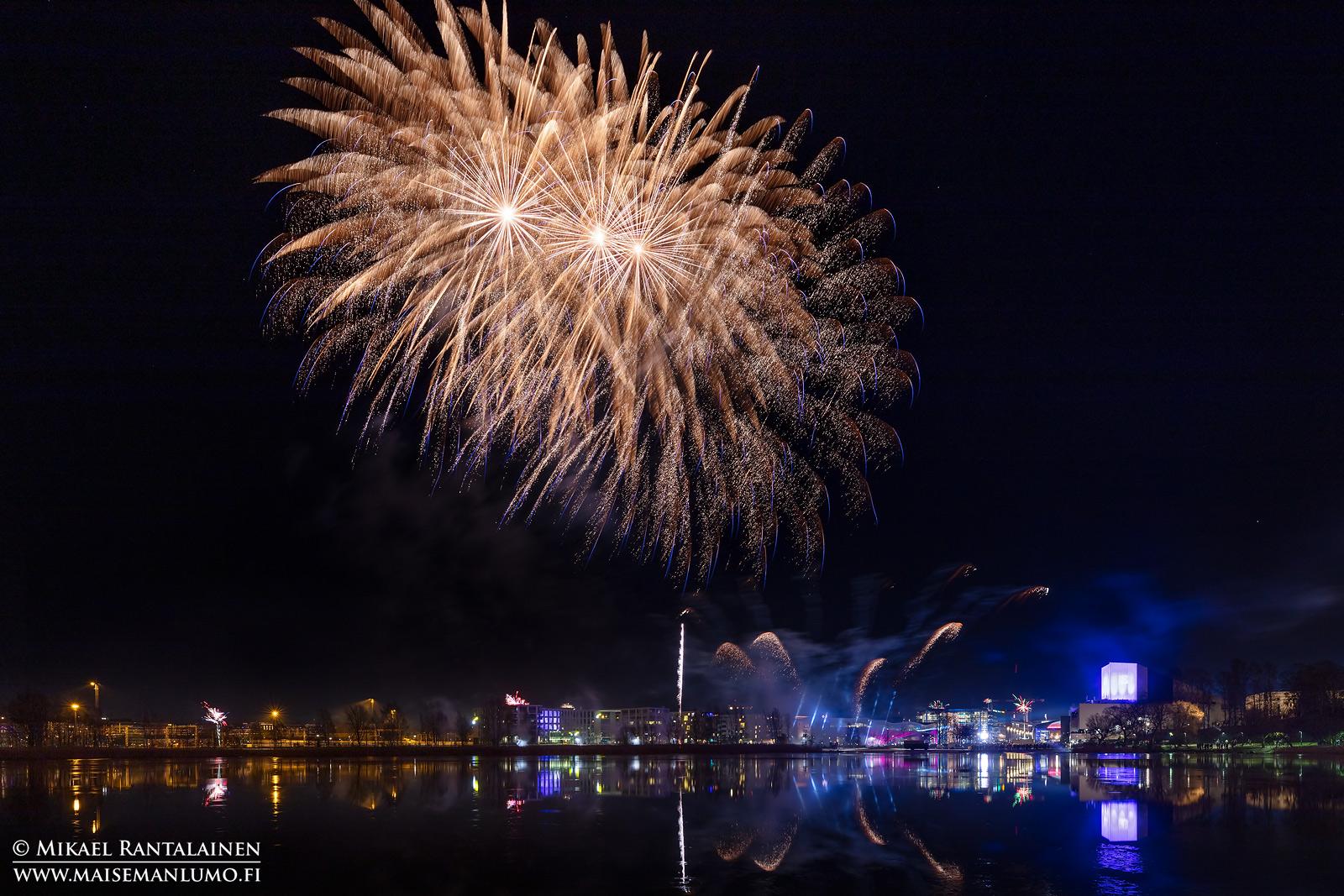 Helsingin uudenvuoden ilotulitus 2020 Töölönlahdella