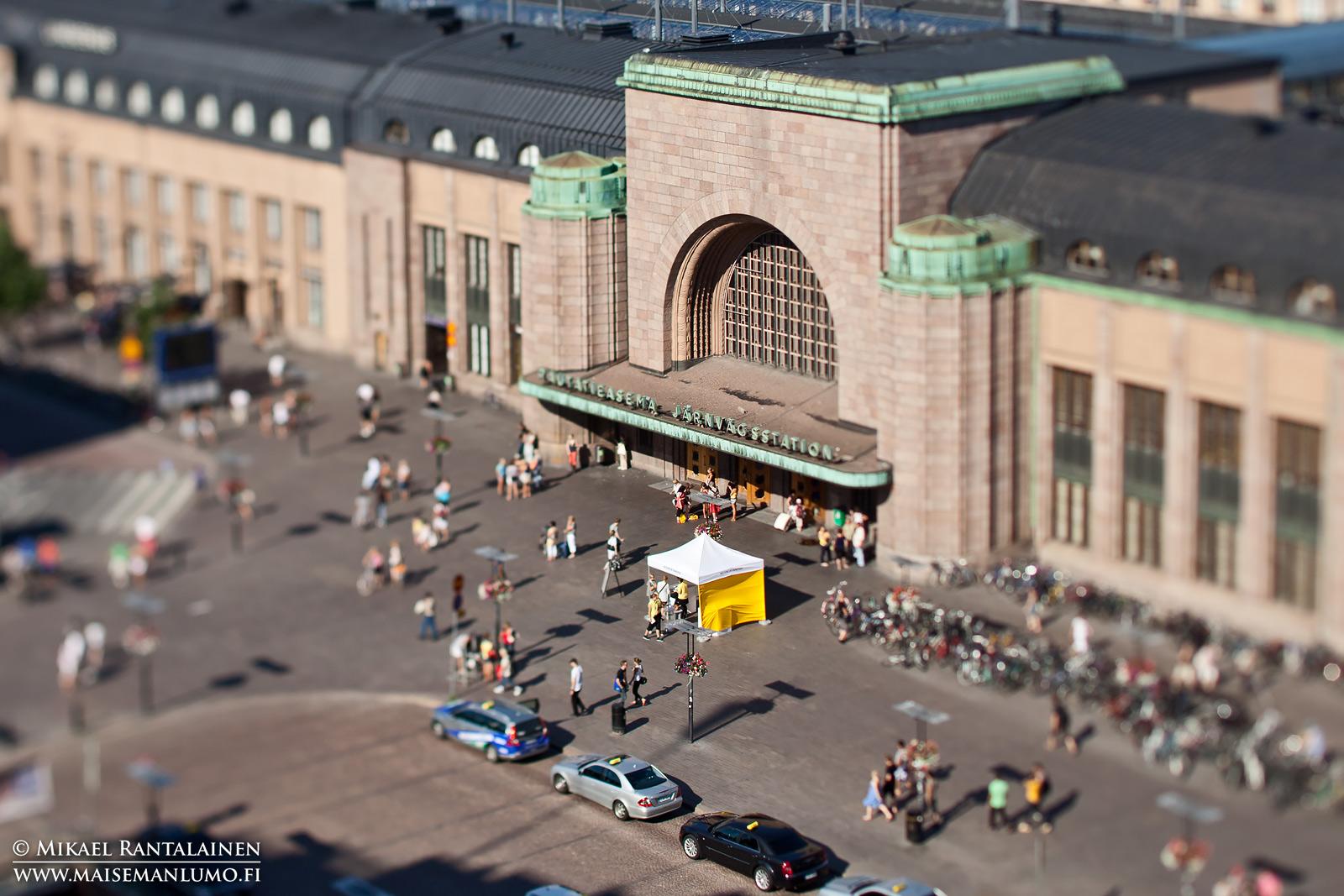 Helsingin päärautatieasema kuvattuna Tilt/Shift-objektiivilla
