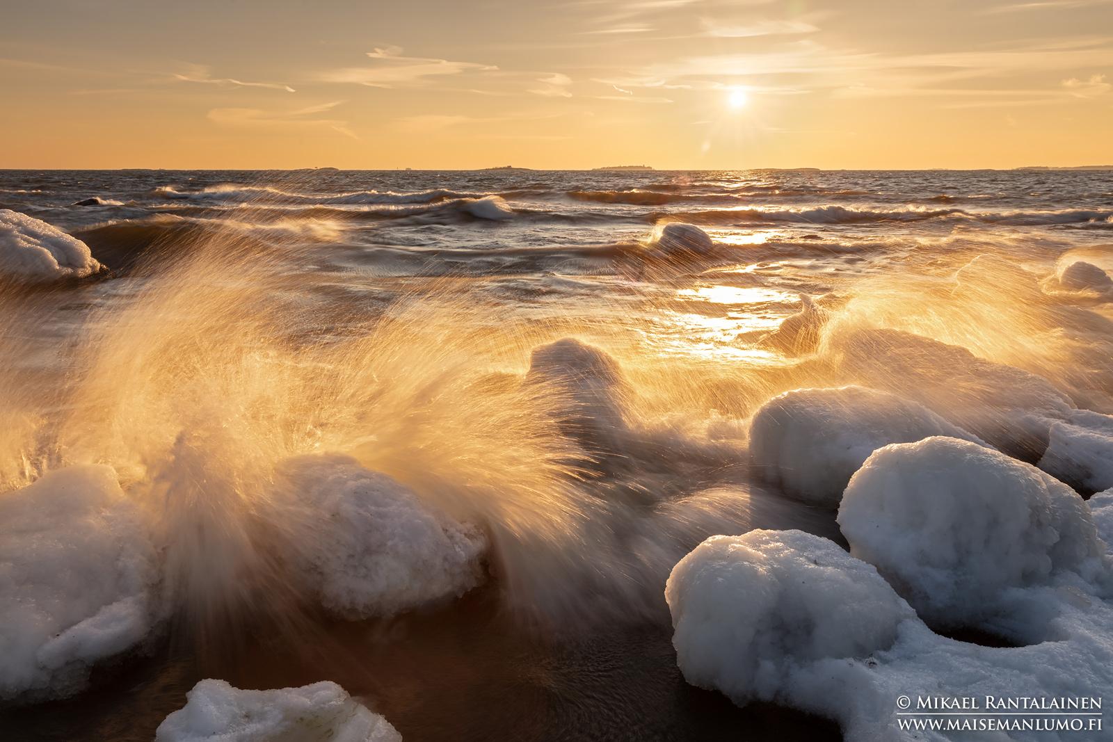 Tyrskykuvausta Lauttasaaressa talvikurssini retkellä