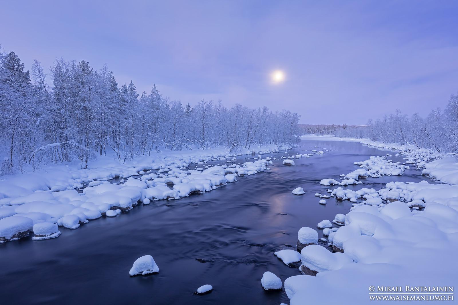 Sininen hetki ja kuu, Orhinniva, Hetta