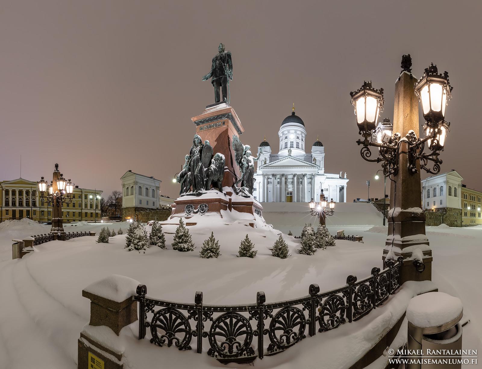 Luminen Aleksanterinpatsas ja Senaatintori