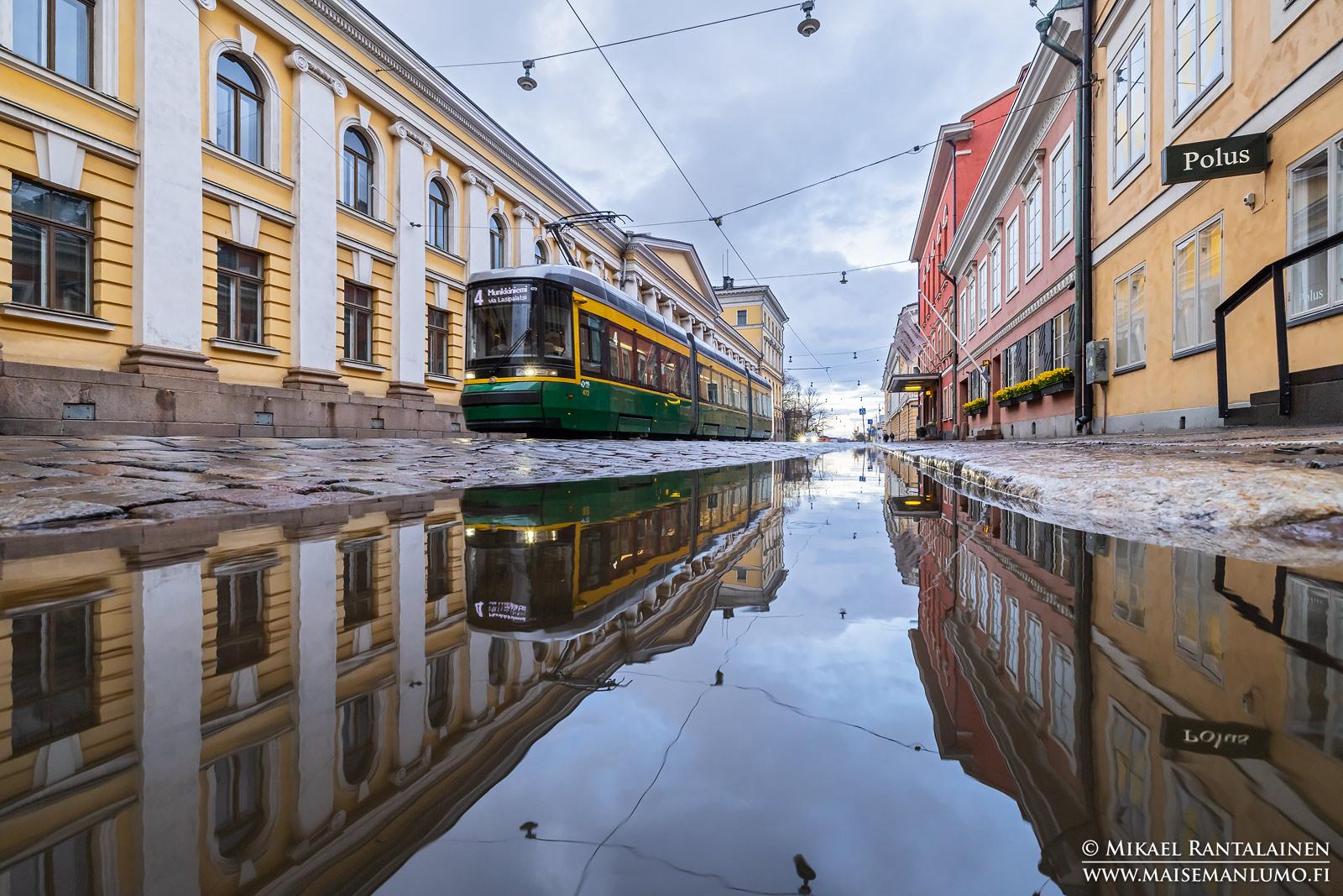 Lätäkköheijastus Aleksanterinkadulla, Helsinki
