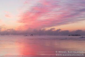 Merisavua auringonnousun aikaan, Kallahdenniemi, Helsinki (HT208)